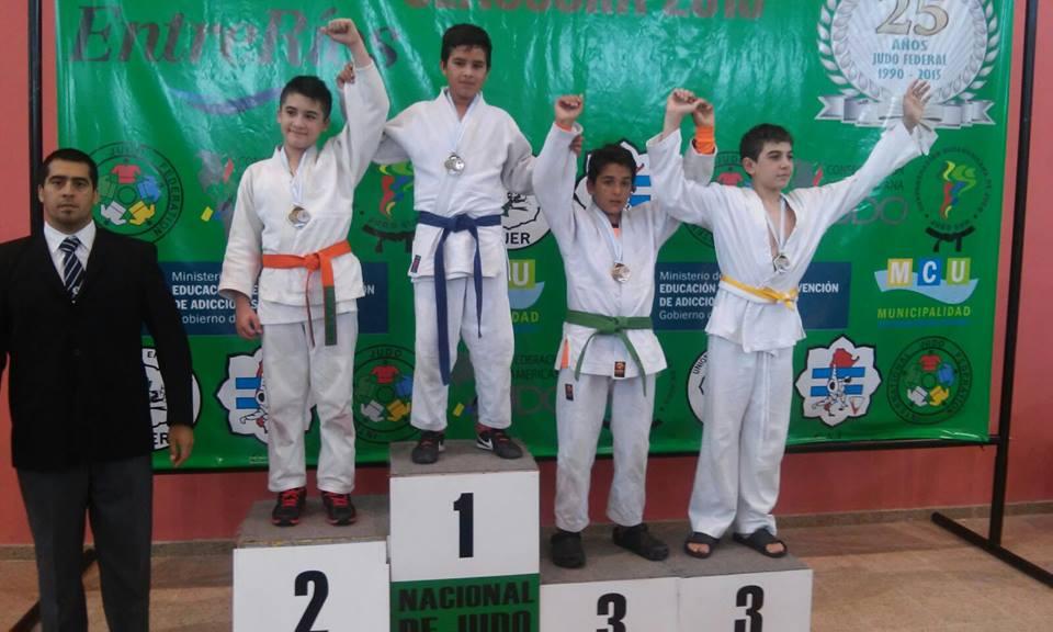 Mateo Etchechury medalla de Bronce en el Podio(Cint Verde)