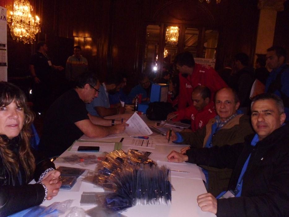 Acreditaciones , Liliana Escudero Lee, Jorge Giuliani y Juan José Ramunno.