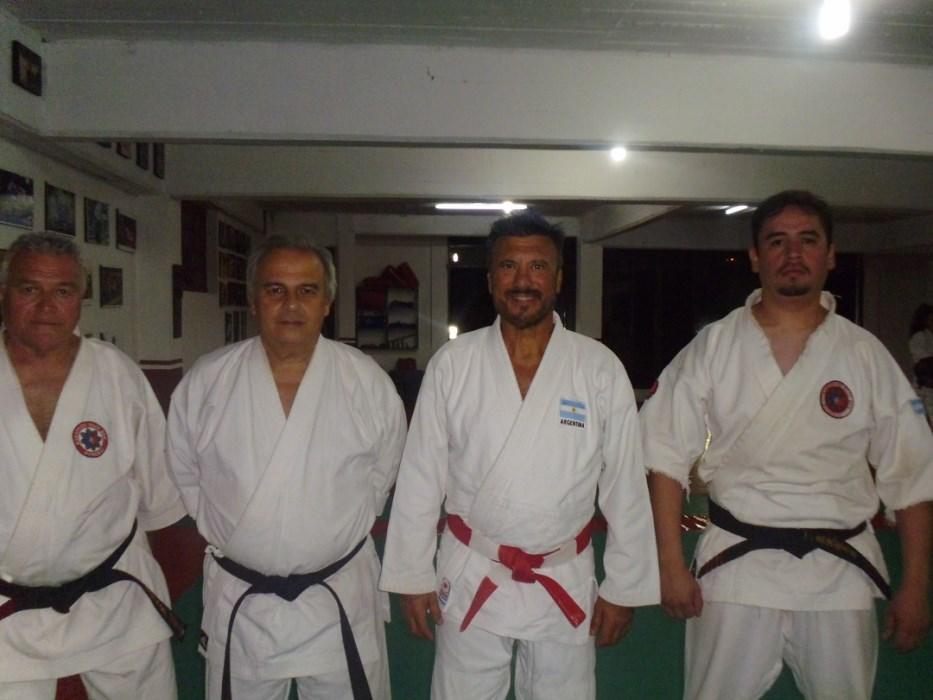 Los Maestro Marcelo Beltramino (Karate) y Jorge Juri (Judo) con el Profesor  de Tierra de Fuego