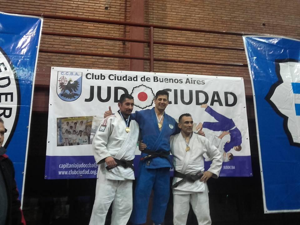 El representante de Gambaru Judo Club Academias Juri en los más alto del Podio en Master (Veteranos) M4 - 81 kg.