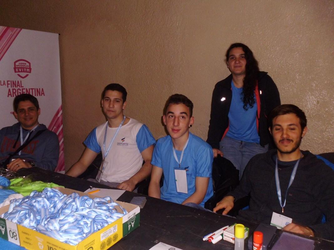 Acreditando las delegaciones de Judo.  Felipe Muñoz Durcodoy, Axel Peralta, Kevin Juri y Lucía Lamorguese.