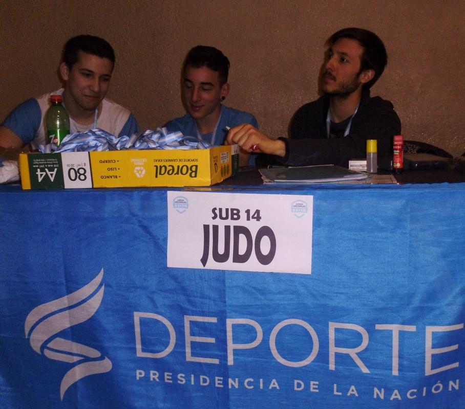 Los marplatenses integrantes del STAFF de la CAJ , Felipe Muñoz Durcodoy , Axel Peralta y el Prof. Kevin Juri, en acreditaciones del día Sábado 22 de Octubre de 2016.