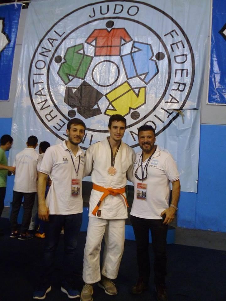 Prof. Kevin Juri  (Tecnico, Pablo Diez (Medalla de Bronce) y el Mtro. Jorge Juri