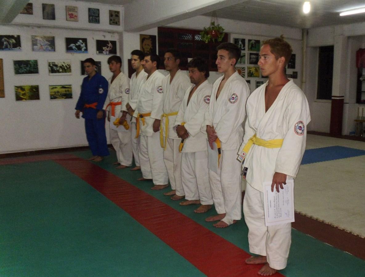 Formados para iniciar la ceremonia de entrega de Cinturones y Diplomas Oficiales .