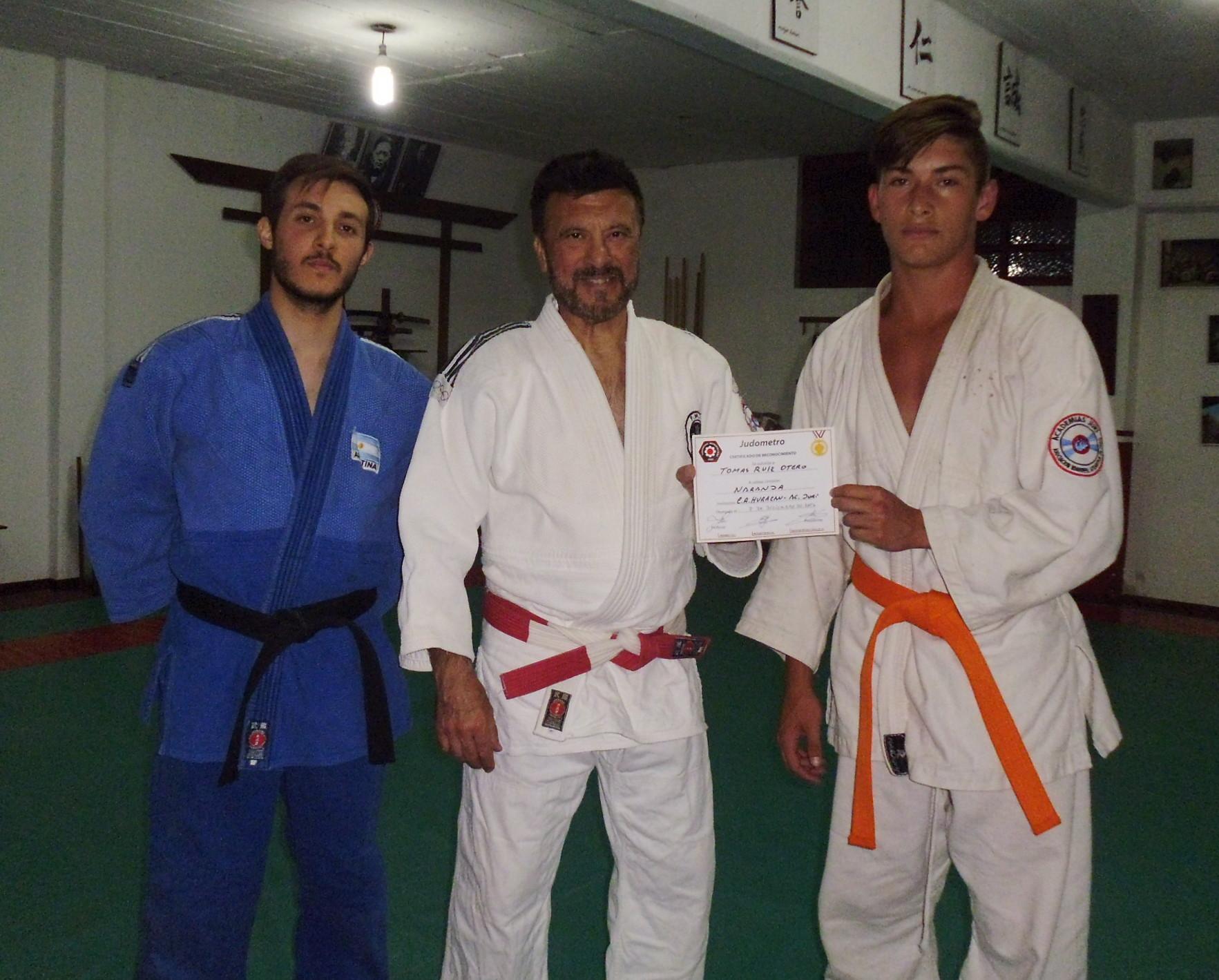Tobias Recibe su diploma de Federaciòn Metropolitana de Judo de  7mo.Kyu (Cinturòn Naranja)