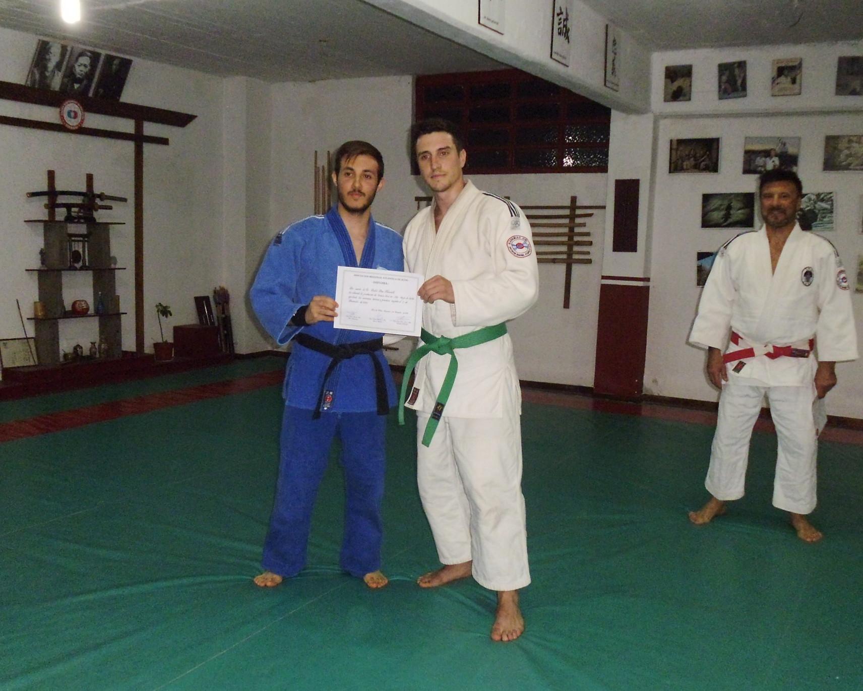 Pablo Diez Recibe su diploma de ARAJ de  5to.Kyu (Cinturòn Verde)