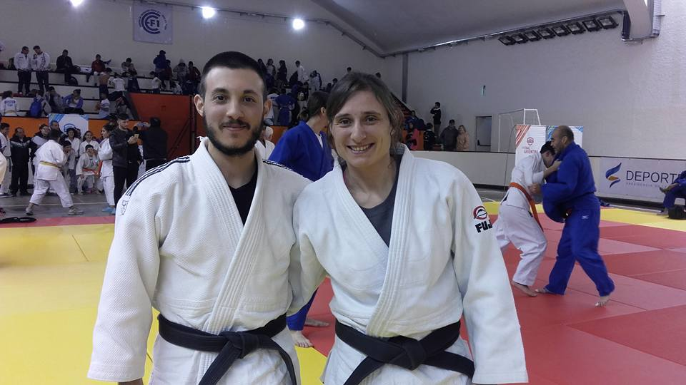 Profesores Kevin Juri y Vanesa Tittareli  colaboradores durante el Curso y Oficiales de Competencia durante  las Finales Nacionales de los Juegos Evita