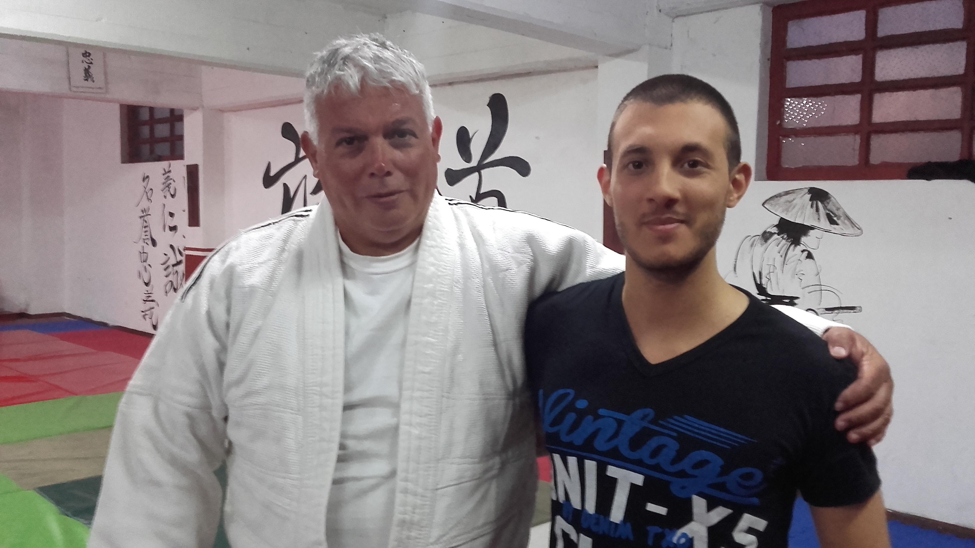 El Mtro Luis Alberto Czwyl Rossano  de Dojo Yasuda  con el Profesor Kevin Juri de Club A.Huracàn Mar del Plata.