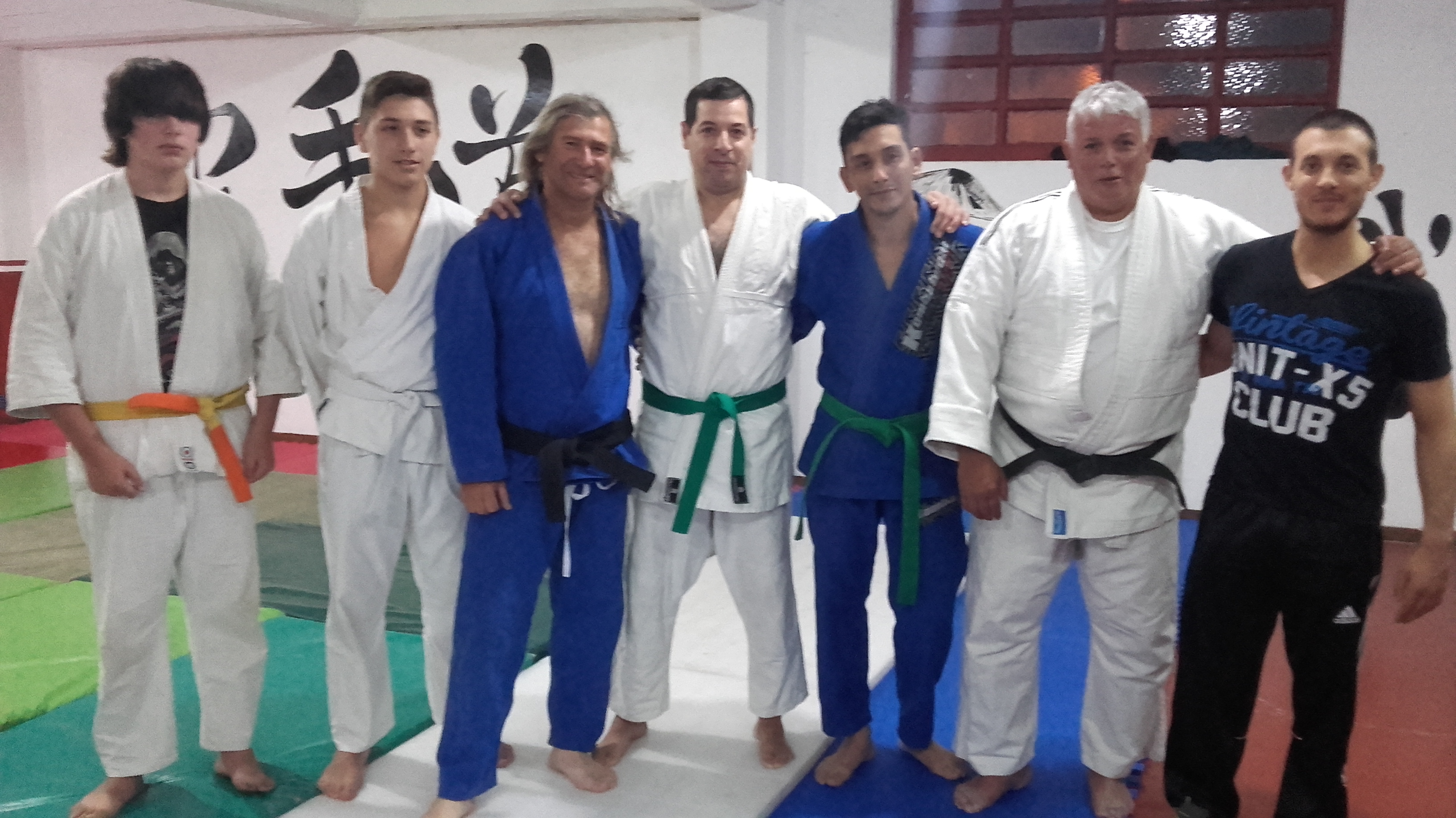 Luis A.Czwil Rossano  con judokas de Huracàn de Mar del Plata -Academias Juri con el el Prof. Kevin Juri