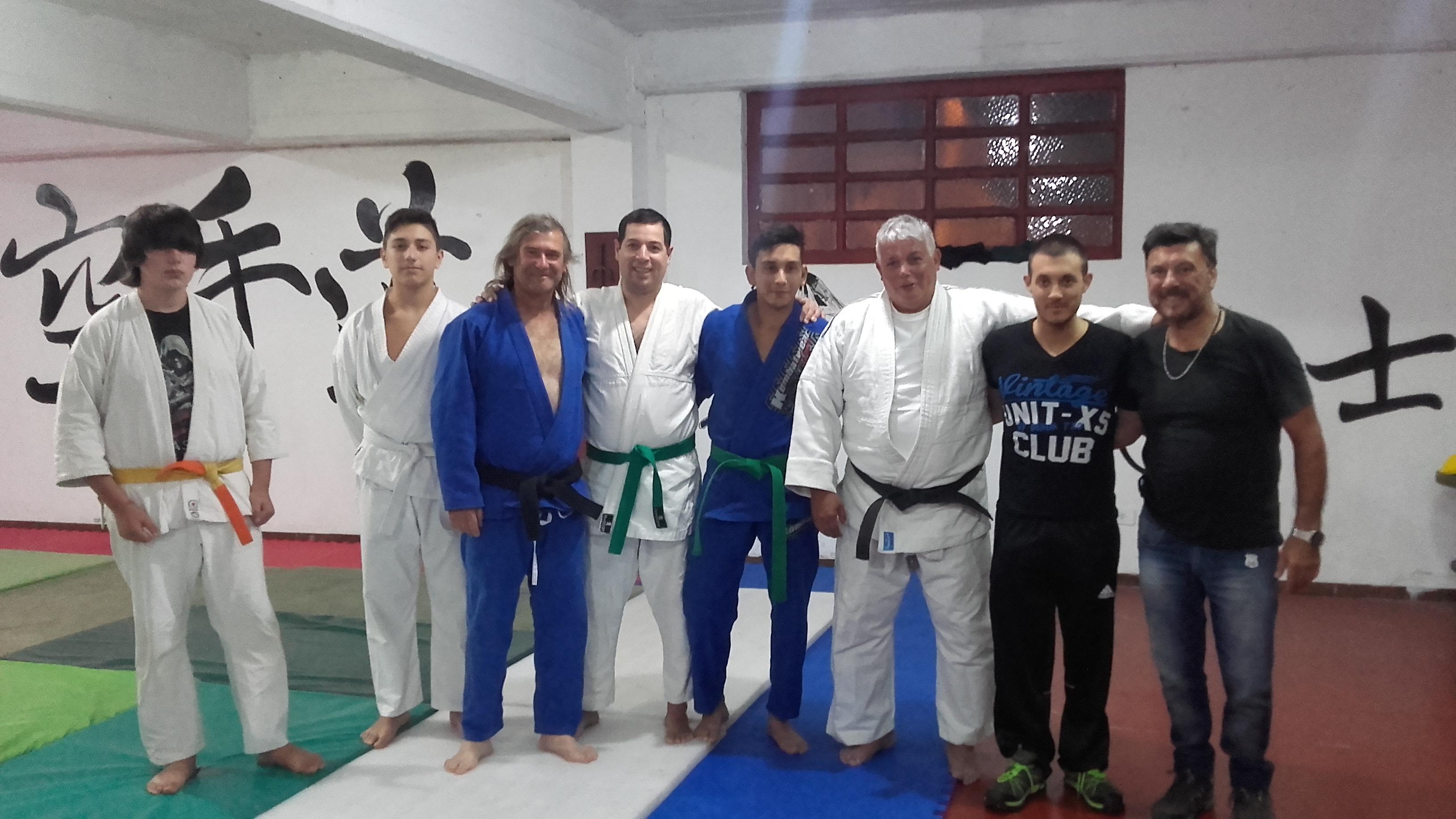 Luis A.Czwil Rossano  con judokas de Huracàn de Mar del Plata -Academias Juri con el el Prof. Kevin Juri y el Mtro.Jorge Juri.